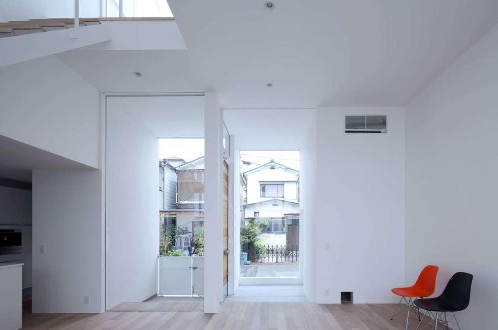 永楽荘の家 - House of Eirakusou: 林泰介建築研究所が手掛けたリビングです。