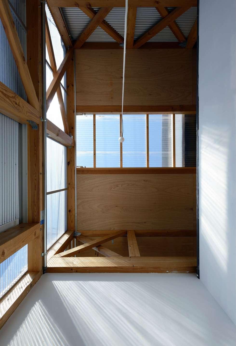 生野区 の長屋 - Row house of Ikunoku: 林泰介建築研究所が手掛けた窓です。