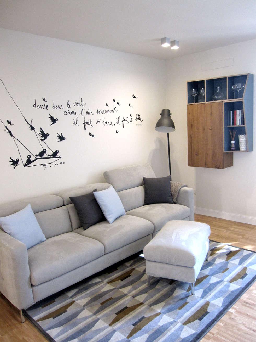 zona living: Soggiorno in stile in stile Moderno di studio radicediuno