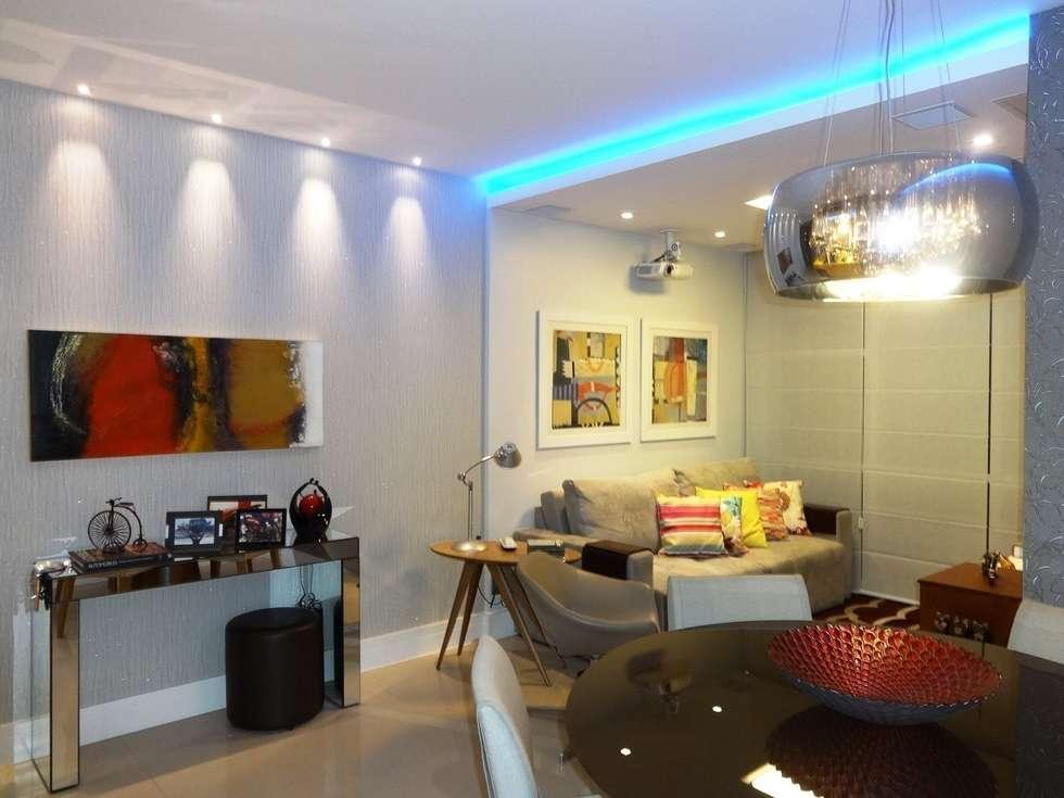 Sala, iluminação e arte: Salas de estar modernas por Lúcia Vale Interiores