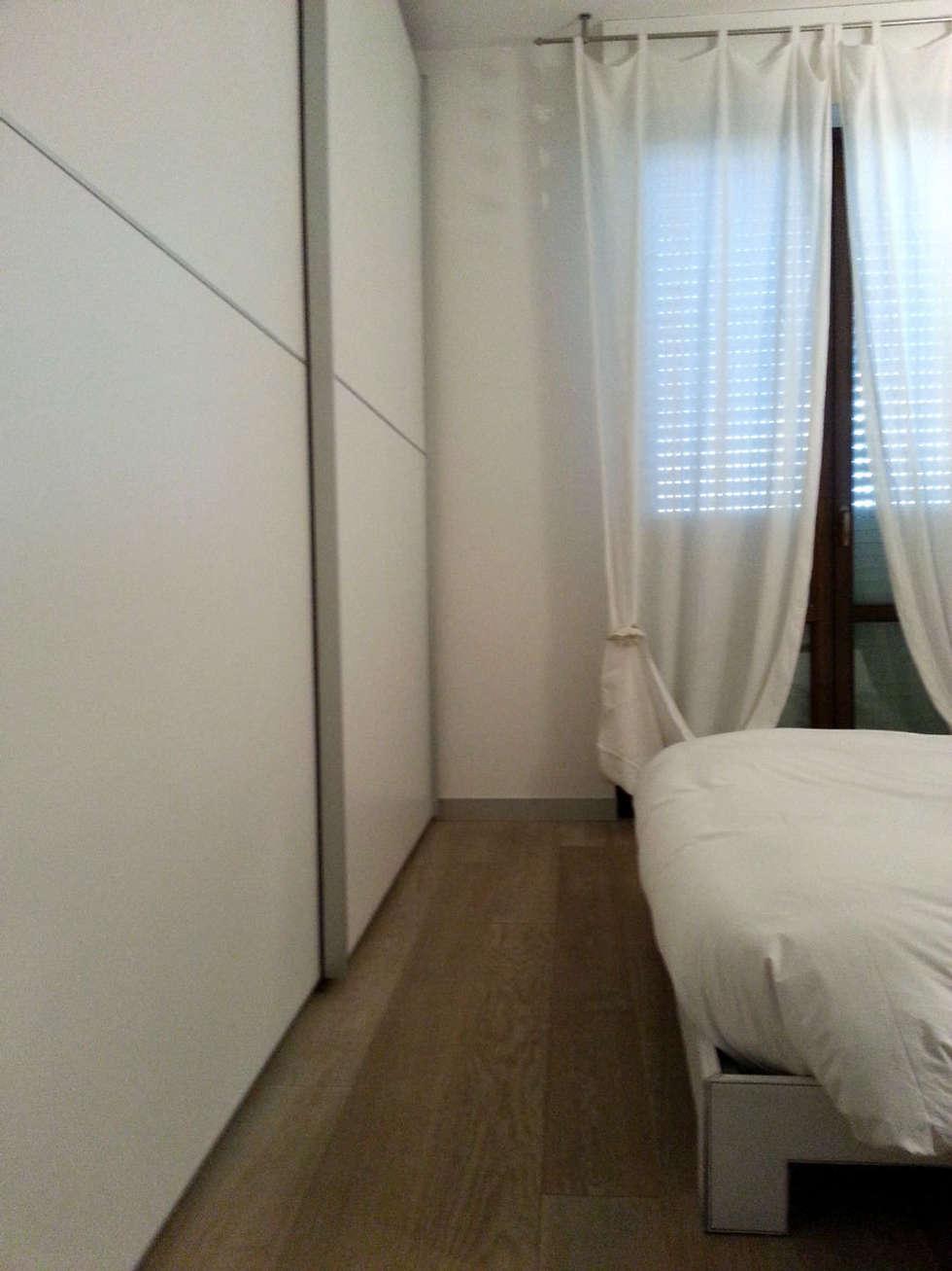 camera: Camera da letto in stile in stile Moderno di studio radicediuno