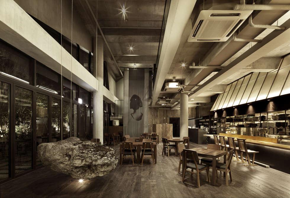 TOKYO SAIKABO: B&A DESIGN COMMUNICATION의  상업 공간