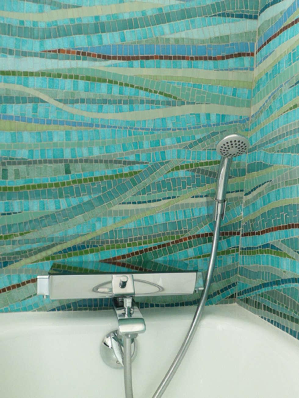 Mouvement d'eau: Salle de bains de style  par Lechevallier stephanie