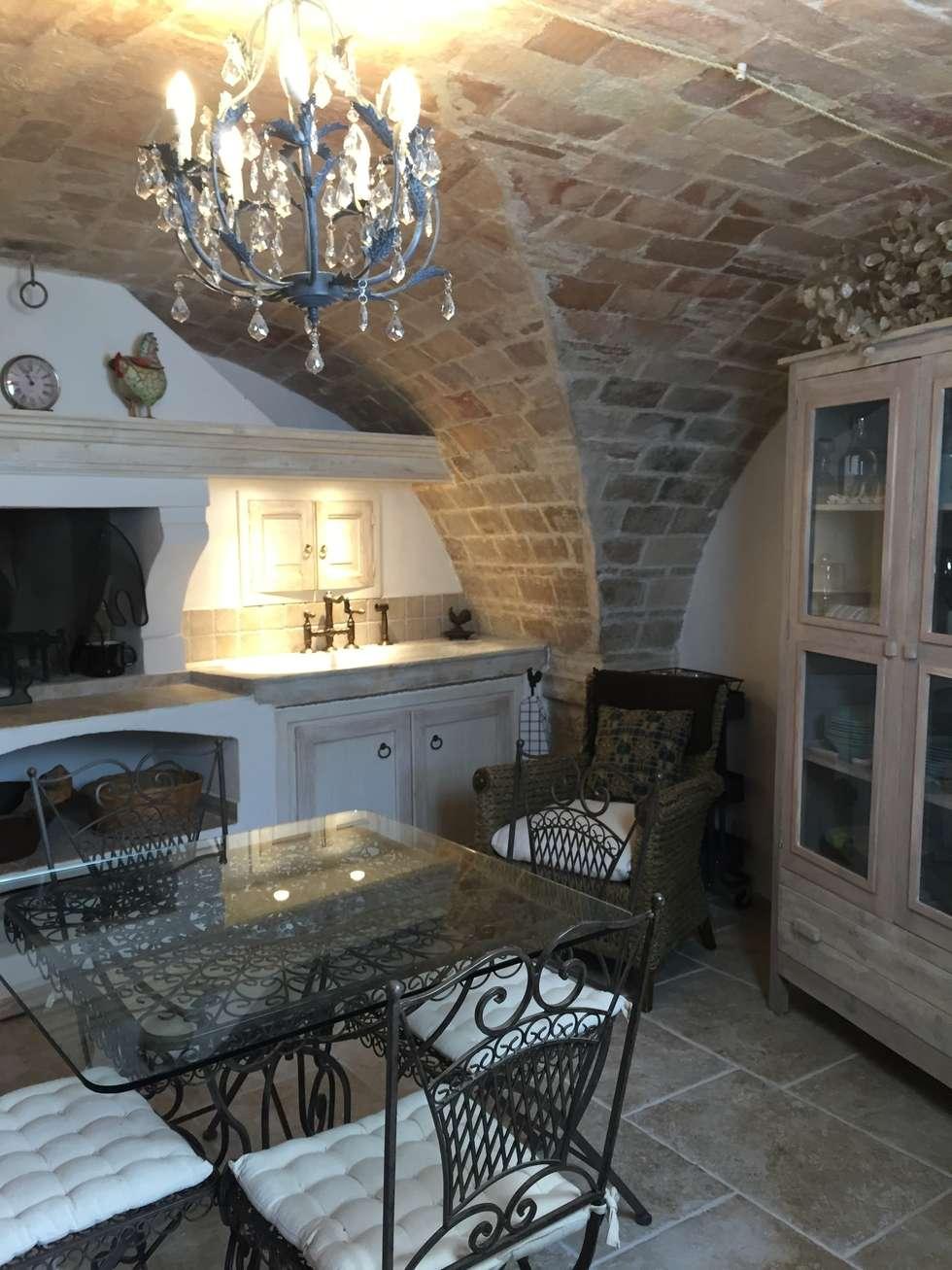 Dettagli della cucina: Cucina in stile in stile Mediterraneo di Creazionedatmosfere