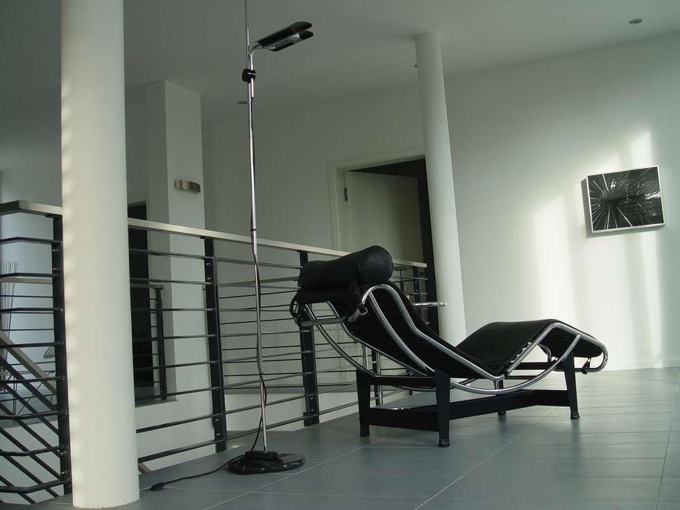 Galerie im obergeschoss: moderne wohnzimmer von homify   homify