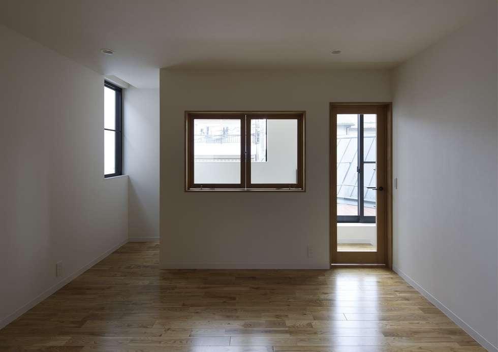 寝屋川の家 Huse of Neyagawa: 林泰介建築研究所が手掛けた寝室です。