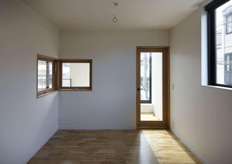 寝屋川の家 Huse of Neyagawa: 林泰介建築研究所が手掛けた子供部屋です。