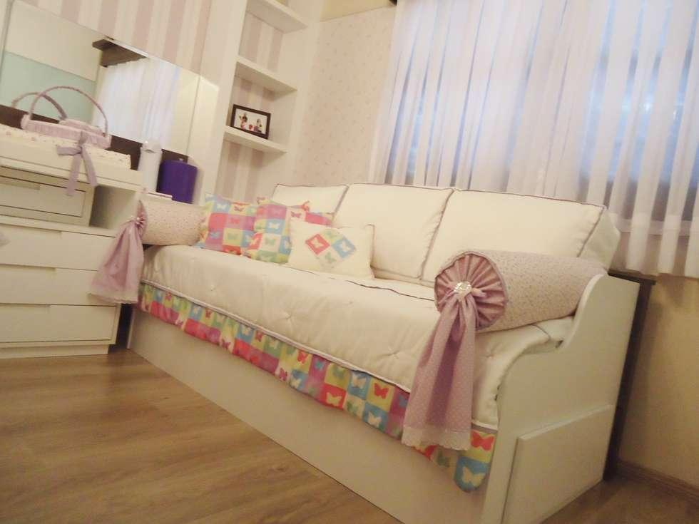 Ésse arquitetura e interiores - Dormitório de bebê menina: Quarto infantil  por Ésse Arquitetura e Interiores