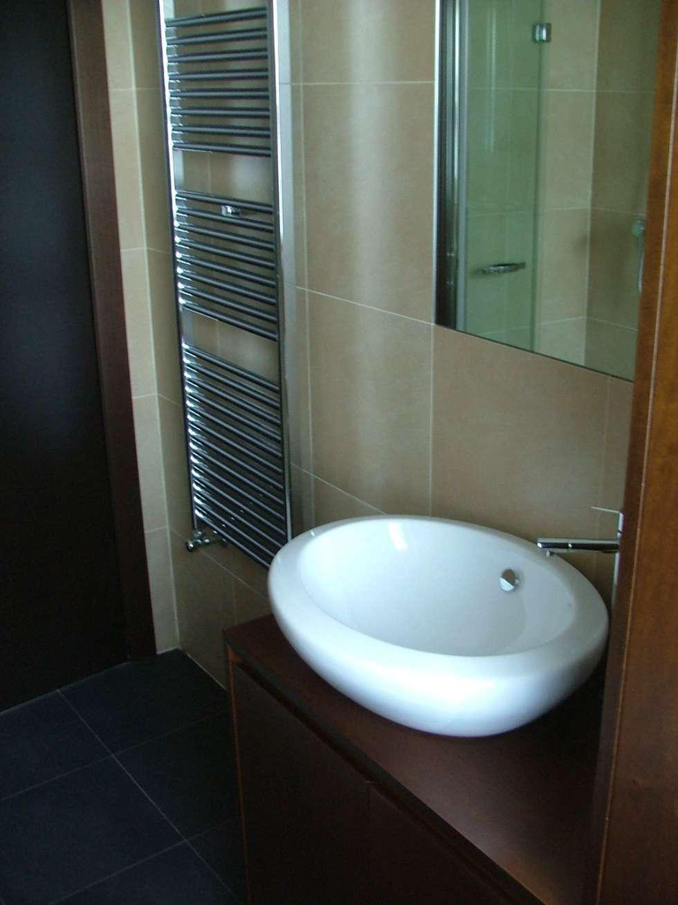 Bagno: Bagno in stile in stile Moderno di gk architetti  (Carlo Andrea Gorelli+Keiko Kondo)