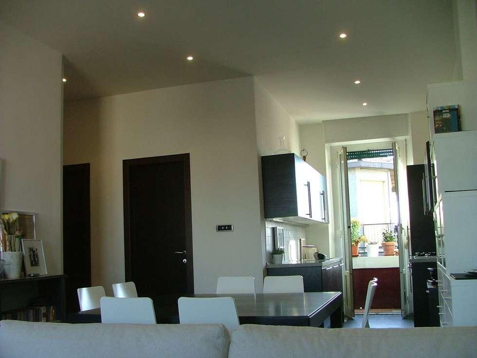 Soggiorno-cucina: Soggiorno in stile in stile Moderno di gk architetti  (Carlo Andrea Gorelli+Keiko Kondo)