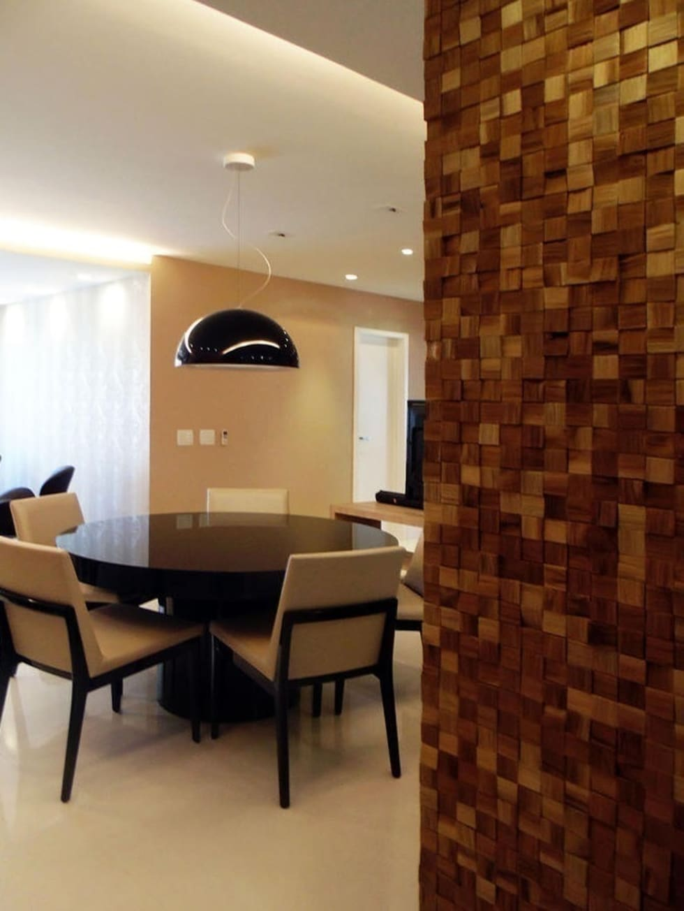 Hall: Salas de estar clássicas por Paula Werneck Arquitetura