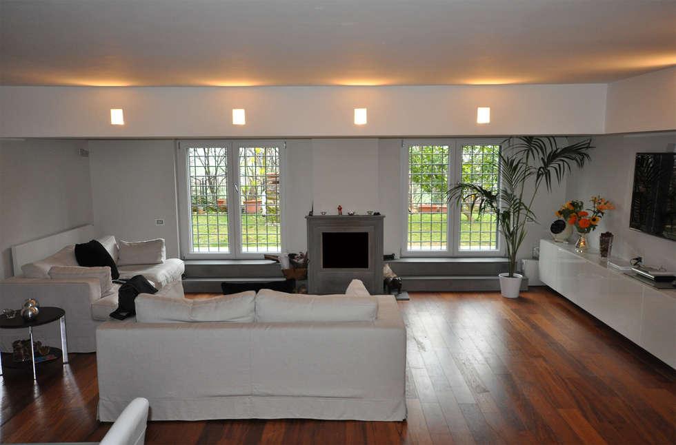 Il soggiorno: Soggiorno in stile in stile Moderno di Improver Studio
