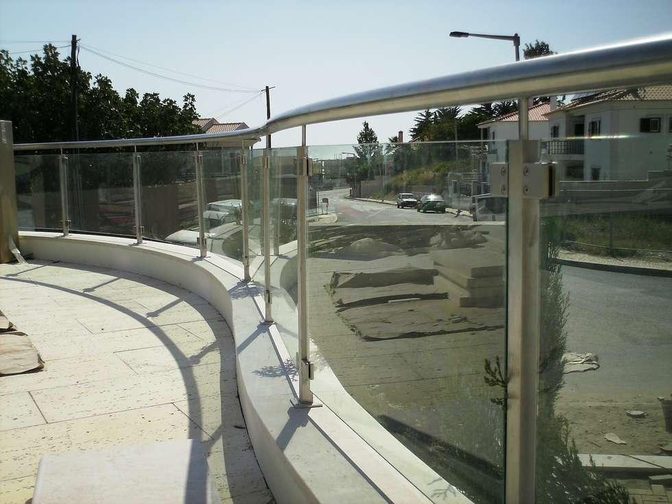Guarda para piscinas: Piscinas modernas por Autovidreira