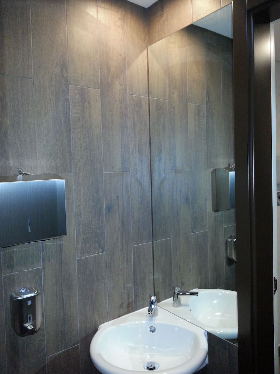 Instalações sanitárias da zona de Spa: Hotéis  por Autovidreira