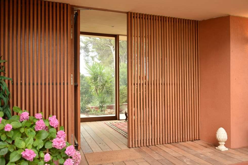 Une nouvelle entrée: Maisons de style de style Moderne par Grégory Cugnet ARCHITECTE