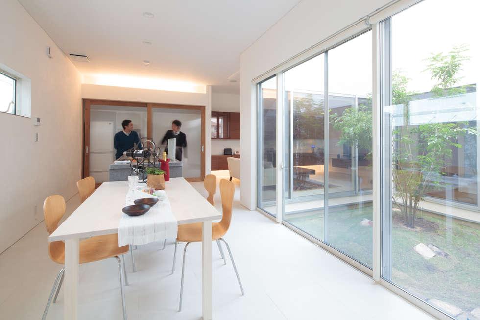 ダイニングキッチン: 内田建築デザイン事務所が手掛けたダイニングです。