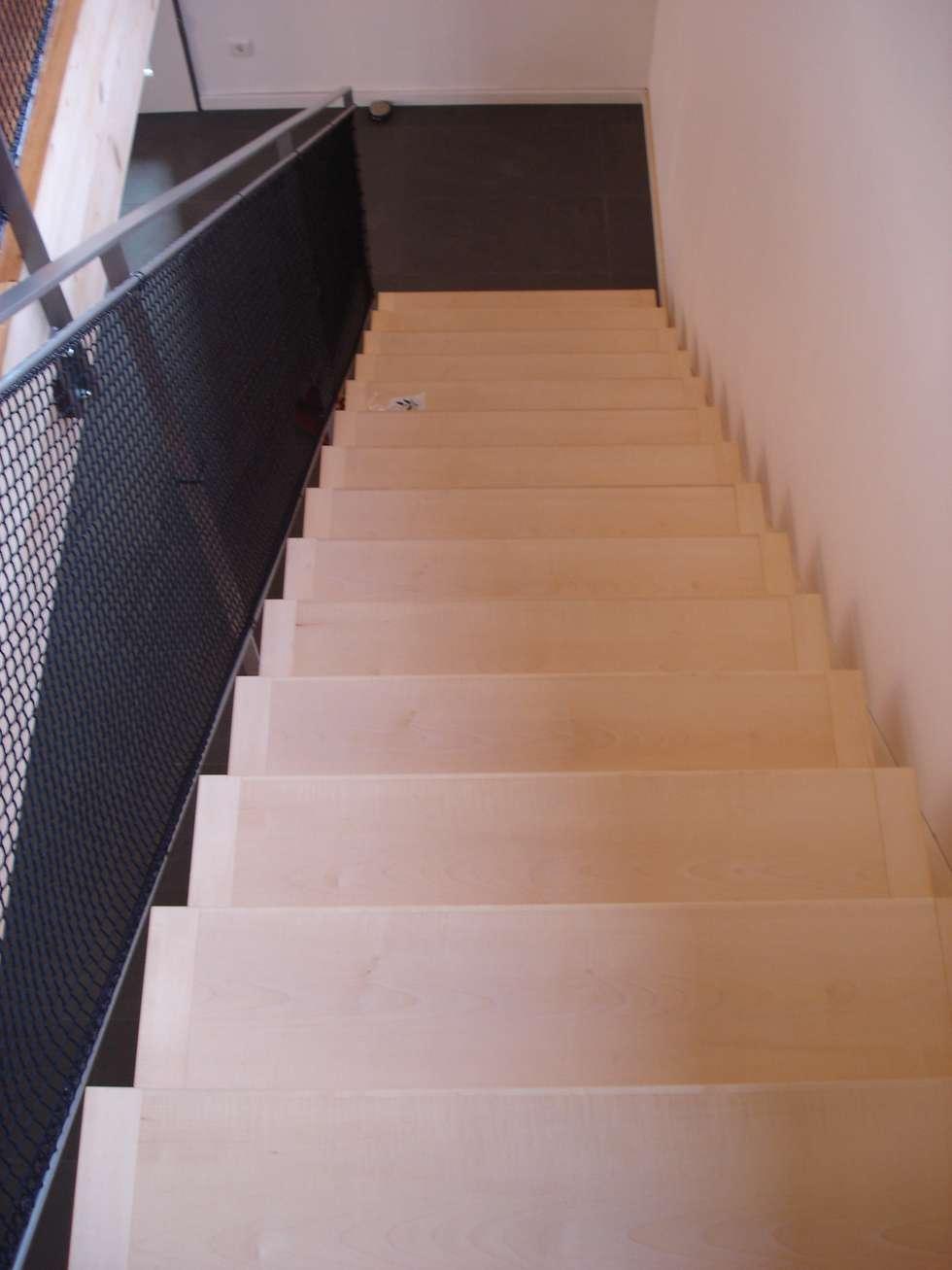Treppenhaus einfamilienhaus holz  Skandinavischer Flur, Diele & Treppenhaus Bilder: Modern und ...