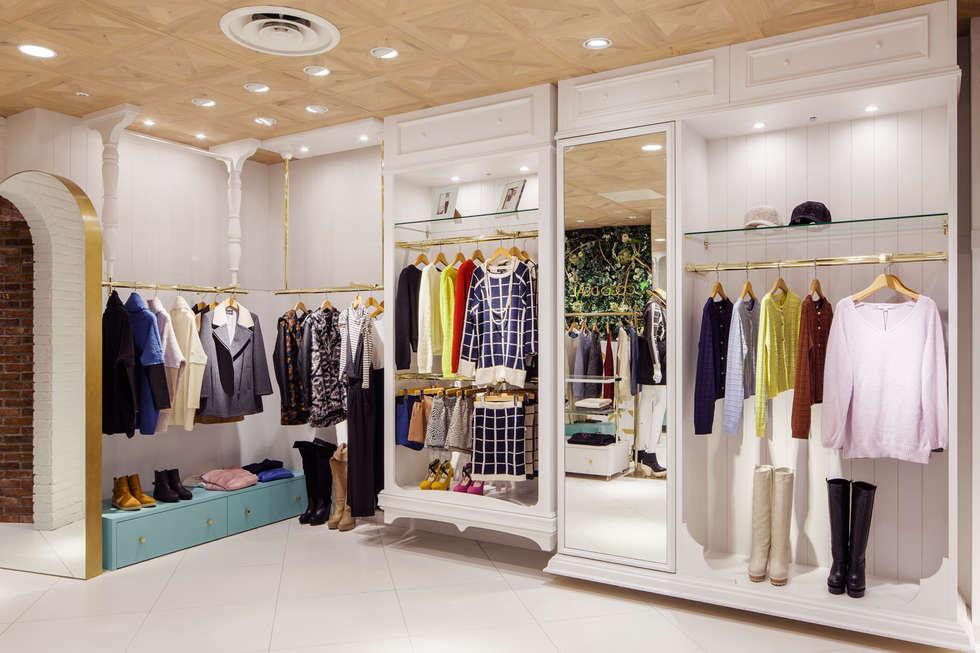 天井にクローゼット: sorama me Inc.が手掛けた商業空間です。
