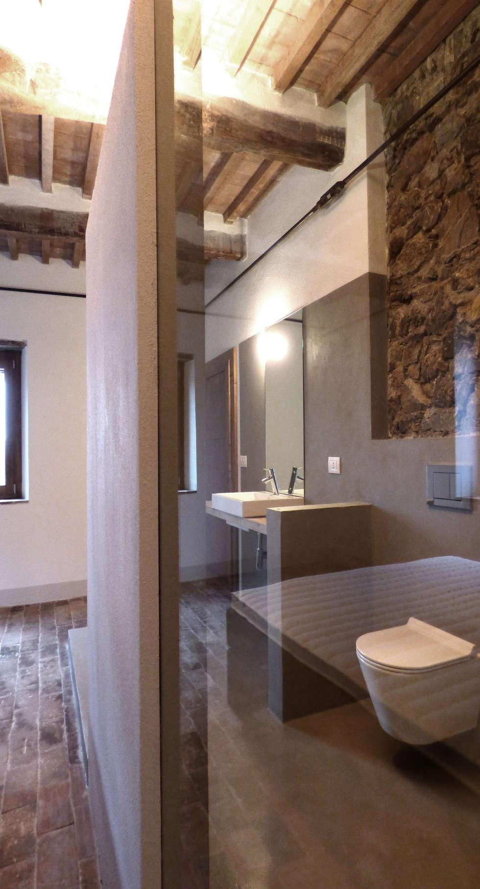 Bagno camera padronale: Bagno in stile in stile Moderno di MAPR architettura