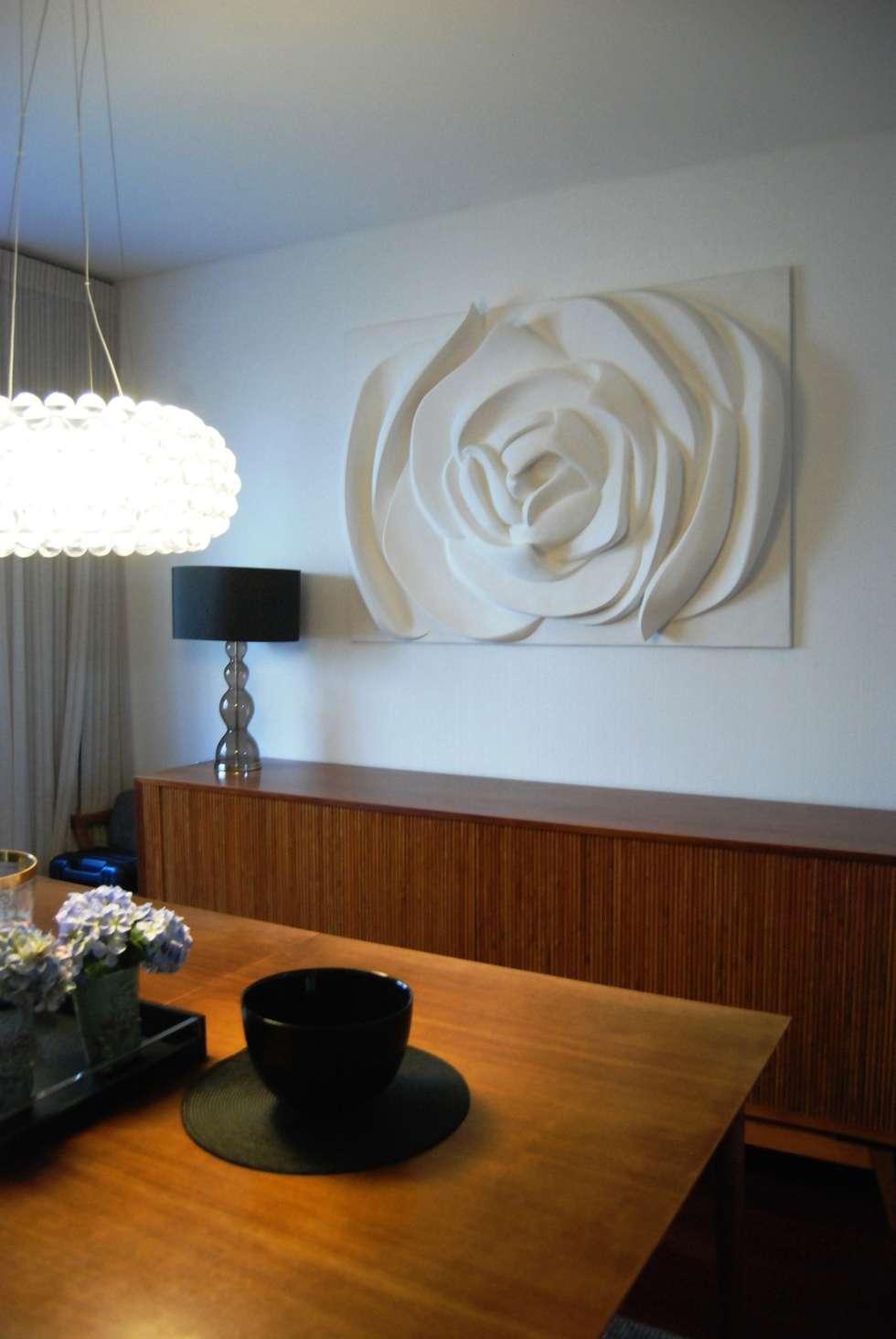 Painel Flor: Salas de jantar modernas por Iva Viana Atelier de Escultura
