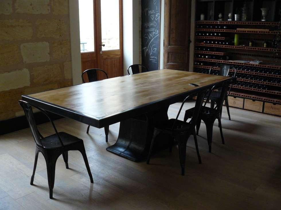 table industrielle pied central fonte salle manger de style de style industriel par mai b. Black Bedroom Furniture Sets. Home Design Ideas
