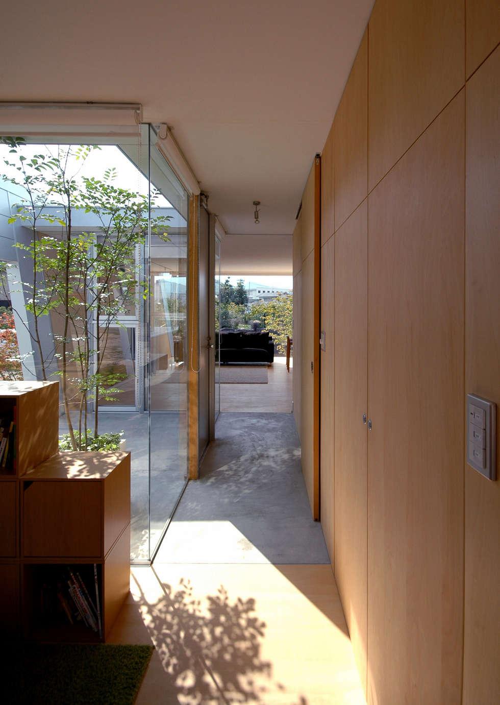 ボートハウスの玄関: 土居建築工房が手掛けた庭です。