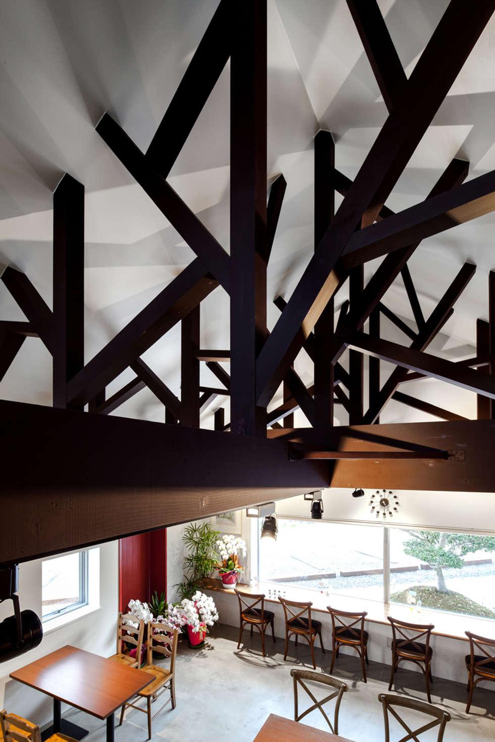 Mirrors: bandesignが手掛けたレストランです。