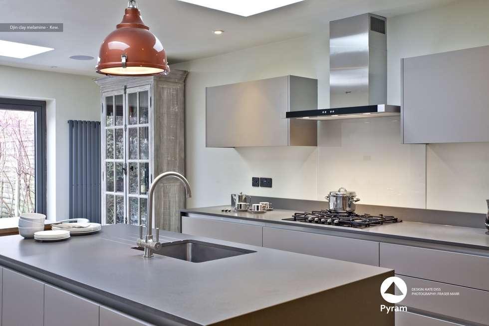 Crisp Kew Kitchen: modern Kitchen by Pyram