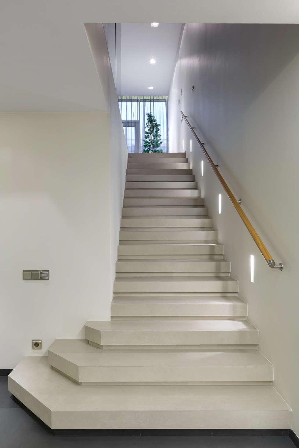 Лестница. Облицовка керамогранит.: Коридор и прихожая в . Автор – (DZ)M