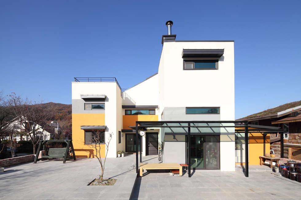 수직으로 쌓은 3층주택, 용인양지주택 : 주택설계전문 디자인그룹 홈스타일토토의  주택