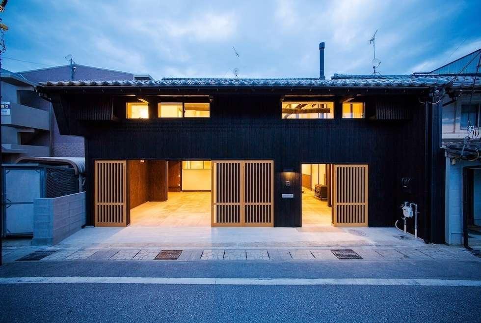 花しょうぶ通りの家・外観: タクタク/クニヤス建築設計が手掛けた家です。