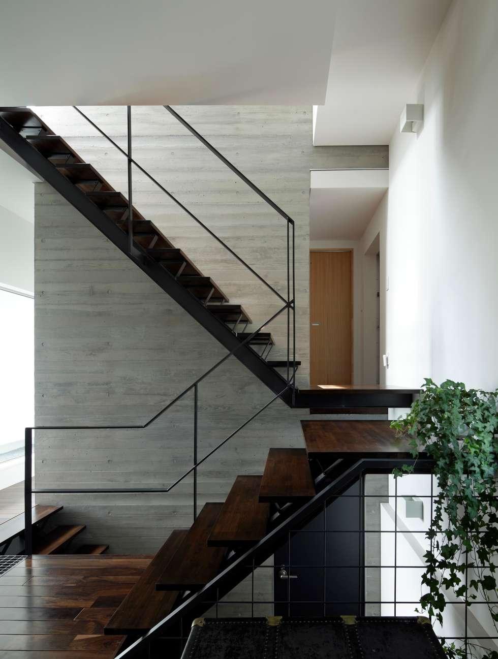 1階ホール: 久保田正一建築研究所が手掛けた廊下 & 玄関です。