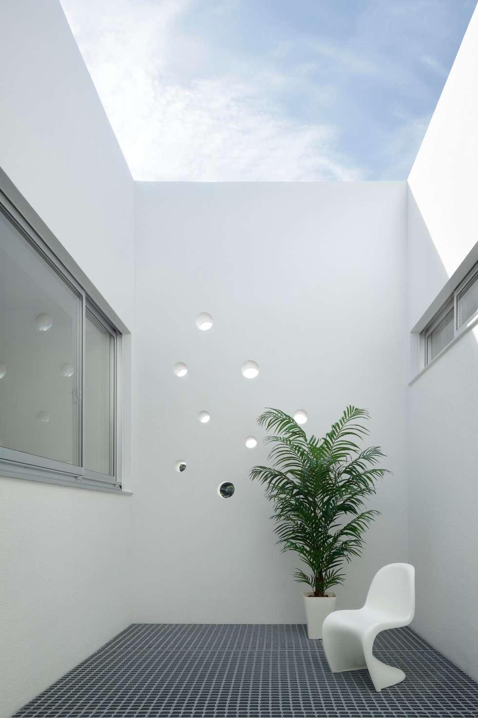 2階 屋上庭園: 久保田正一建築研究所が手掛けた庭です。