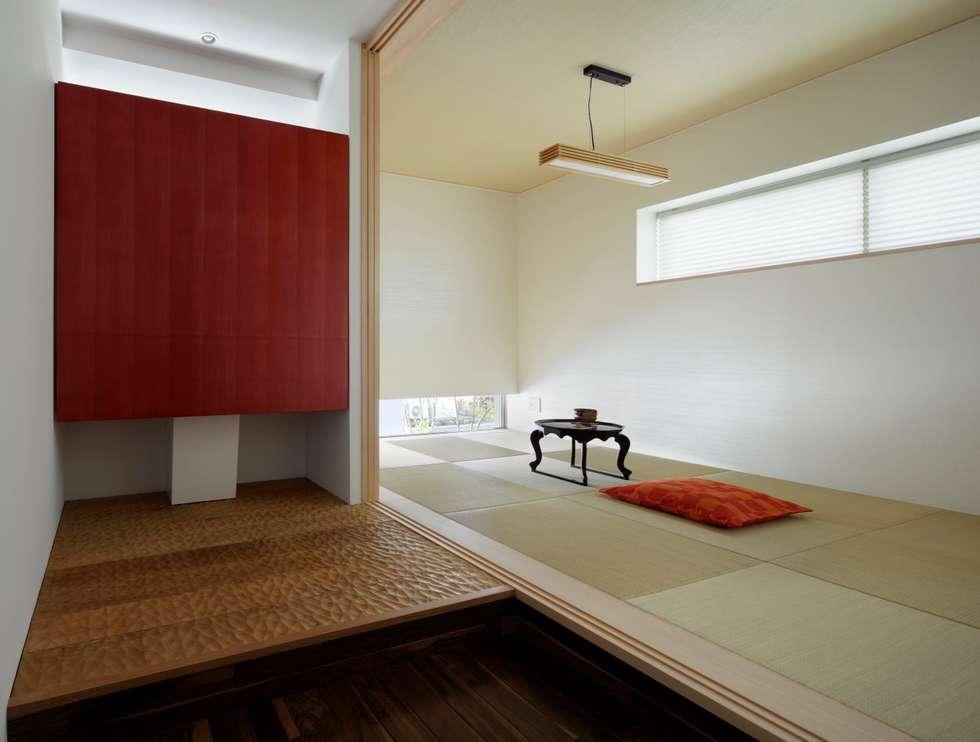 タタミスペース 水屋: 久保田正一建築研究所が手掛けた壁&フローリングです。