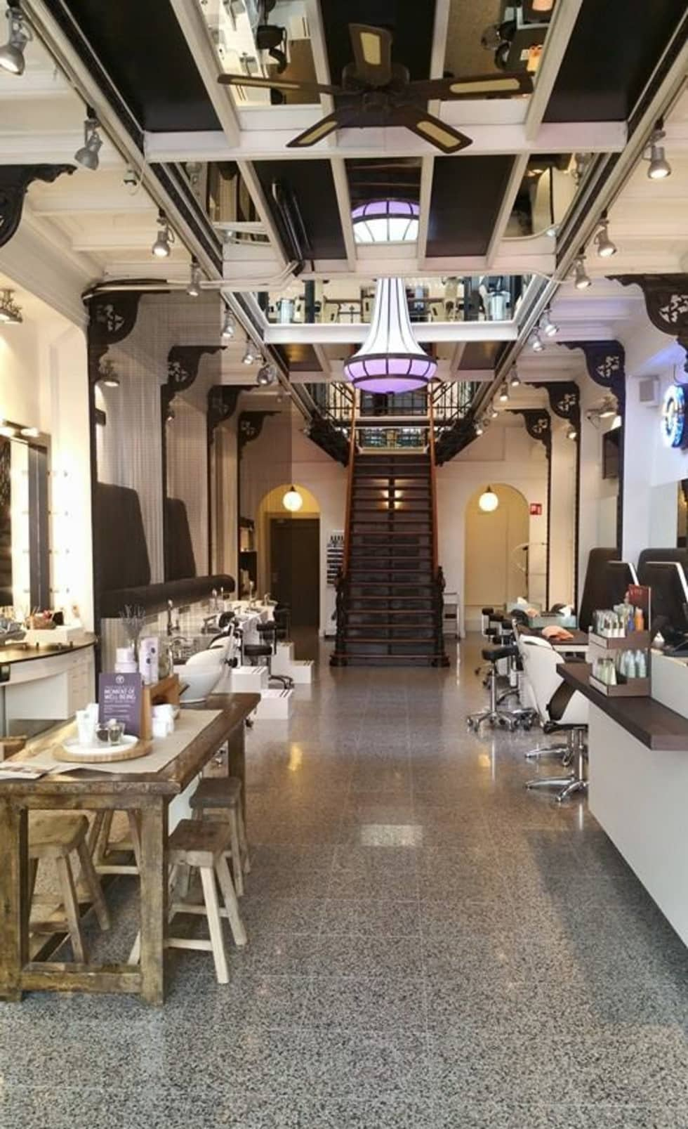 Aveda Lifestyle Salon The Hague:  Winkelruimten door De blauwe Deel Webwinkels