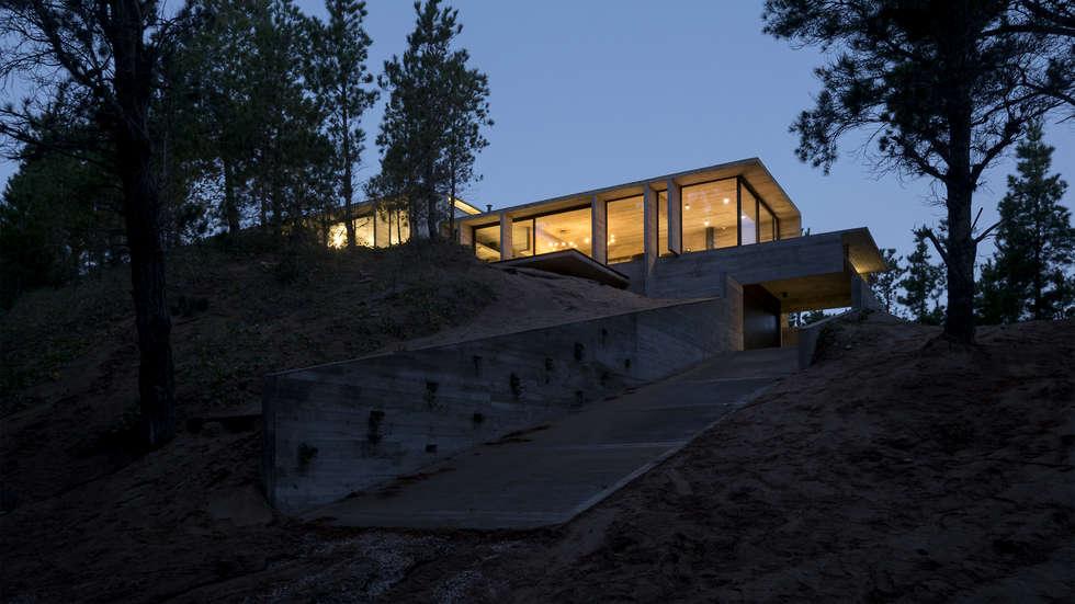 CASA WEIN: Casas de estilo moderno por Besonías Almeida arquitectos