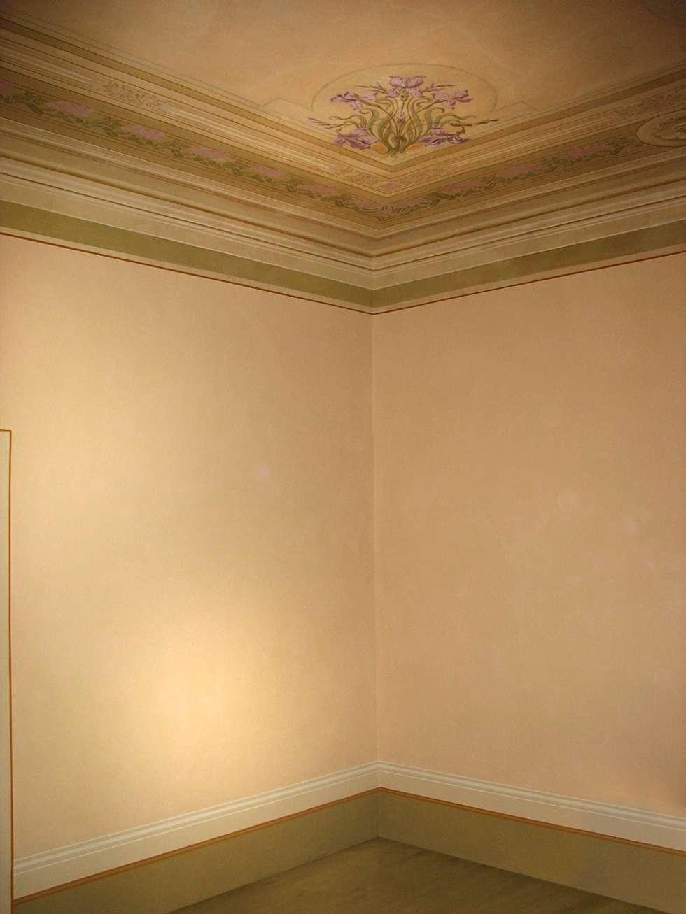 Decorazione murale: Soggiorno in stile in stile Classico di Diego Granato