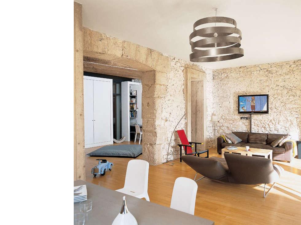 Salon: Salon de style de style Moderne par atelier julien blanchard architecte dplg