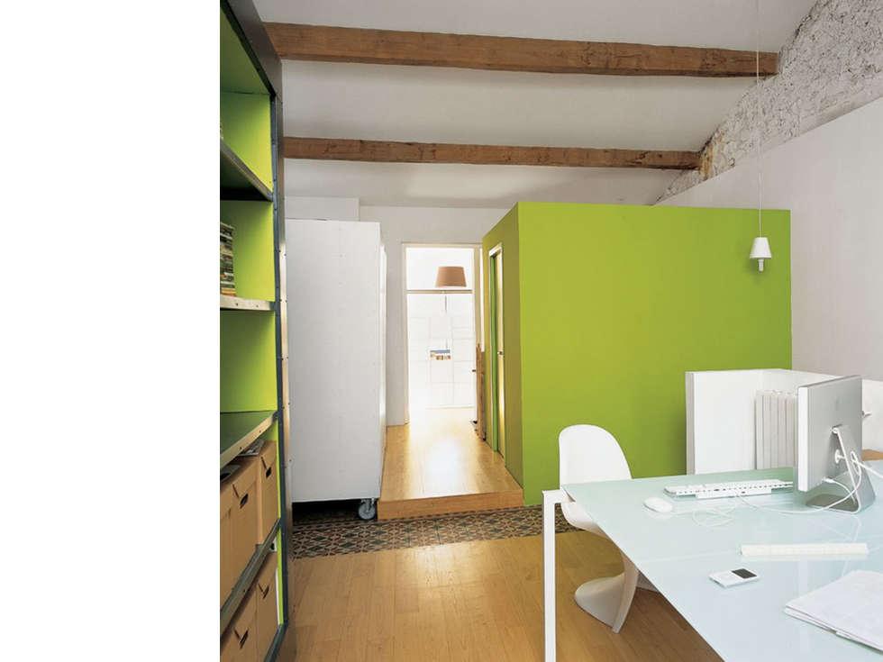 Espace bureau à l'étage: Bureau de style de style Moderne par atelier julien blanchard architecte dplg
