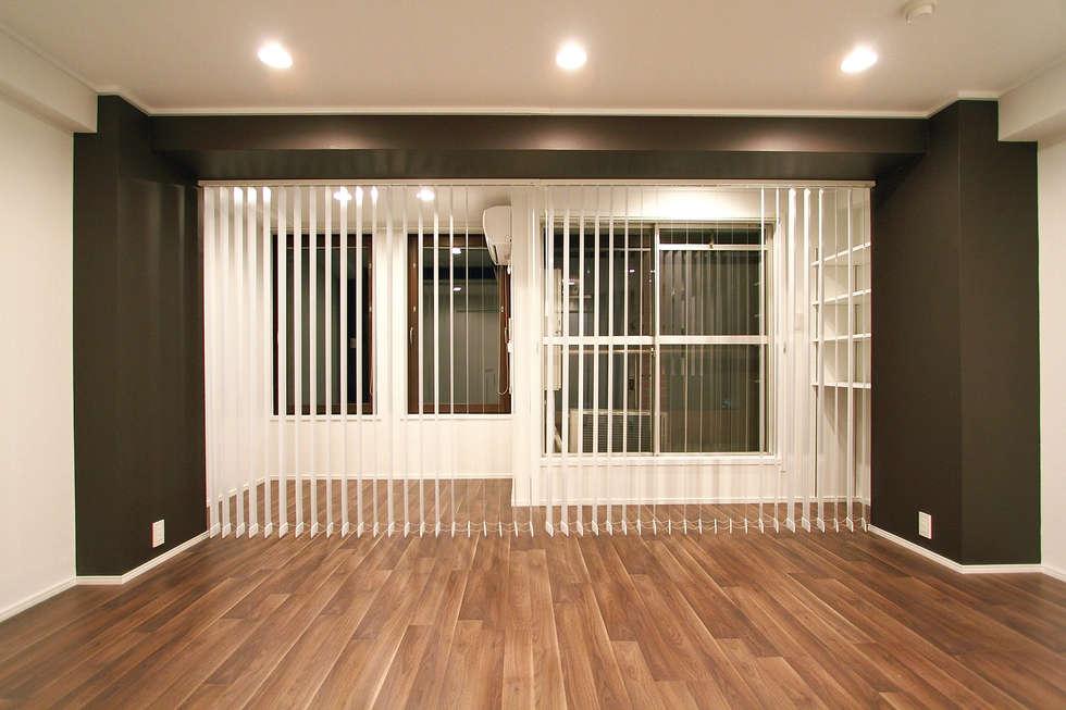 GATE LIFE TYPE MONOQLO: 株式会社クラスコデザインスタジオが手掛けたリビングです。
