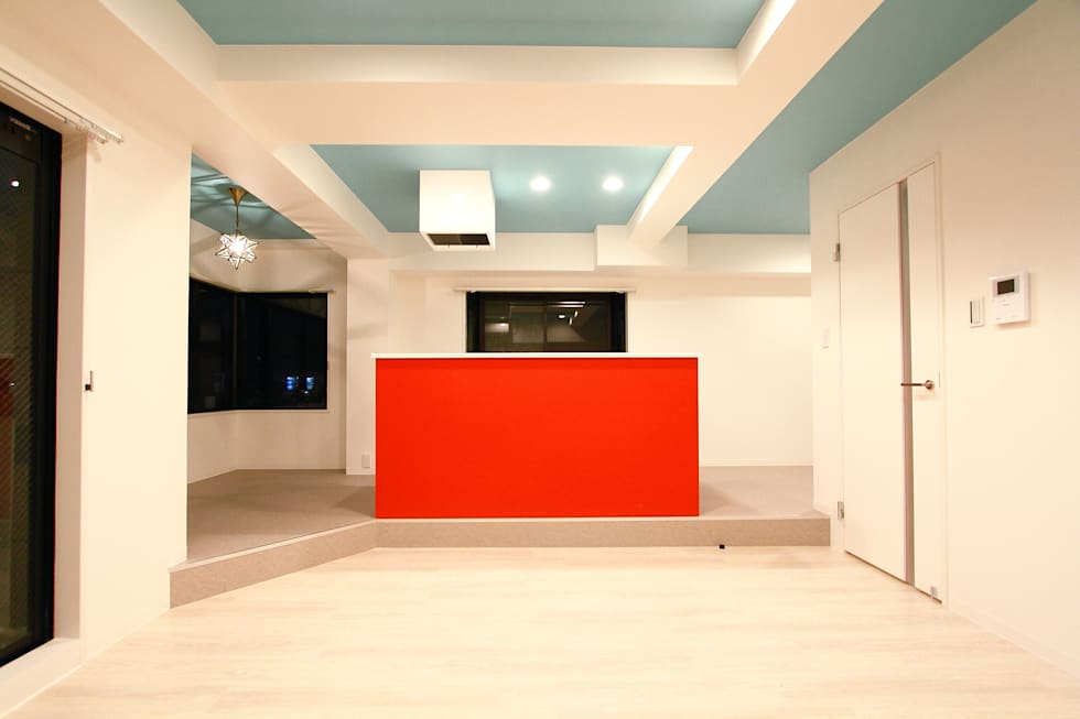 DINING LIFE TYPE RED: 株式会社クラスコデザインスタジオが手掛けたリビングです。