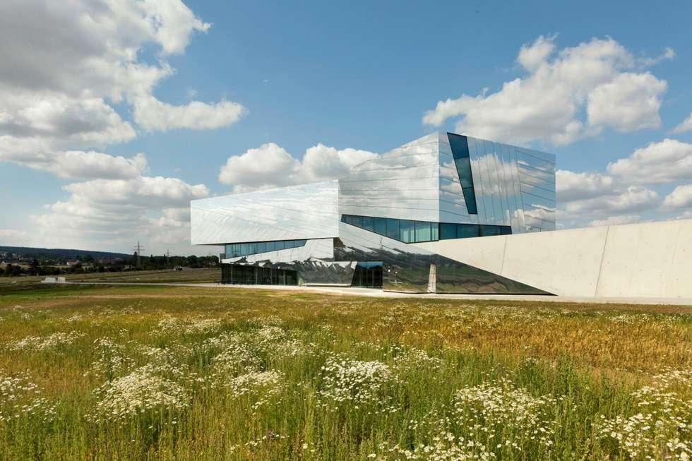 SPIEGELNDER MONOLITH:  Museen von ALUCOBOND - 3A Composites GmbH