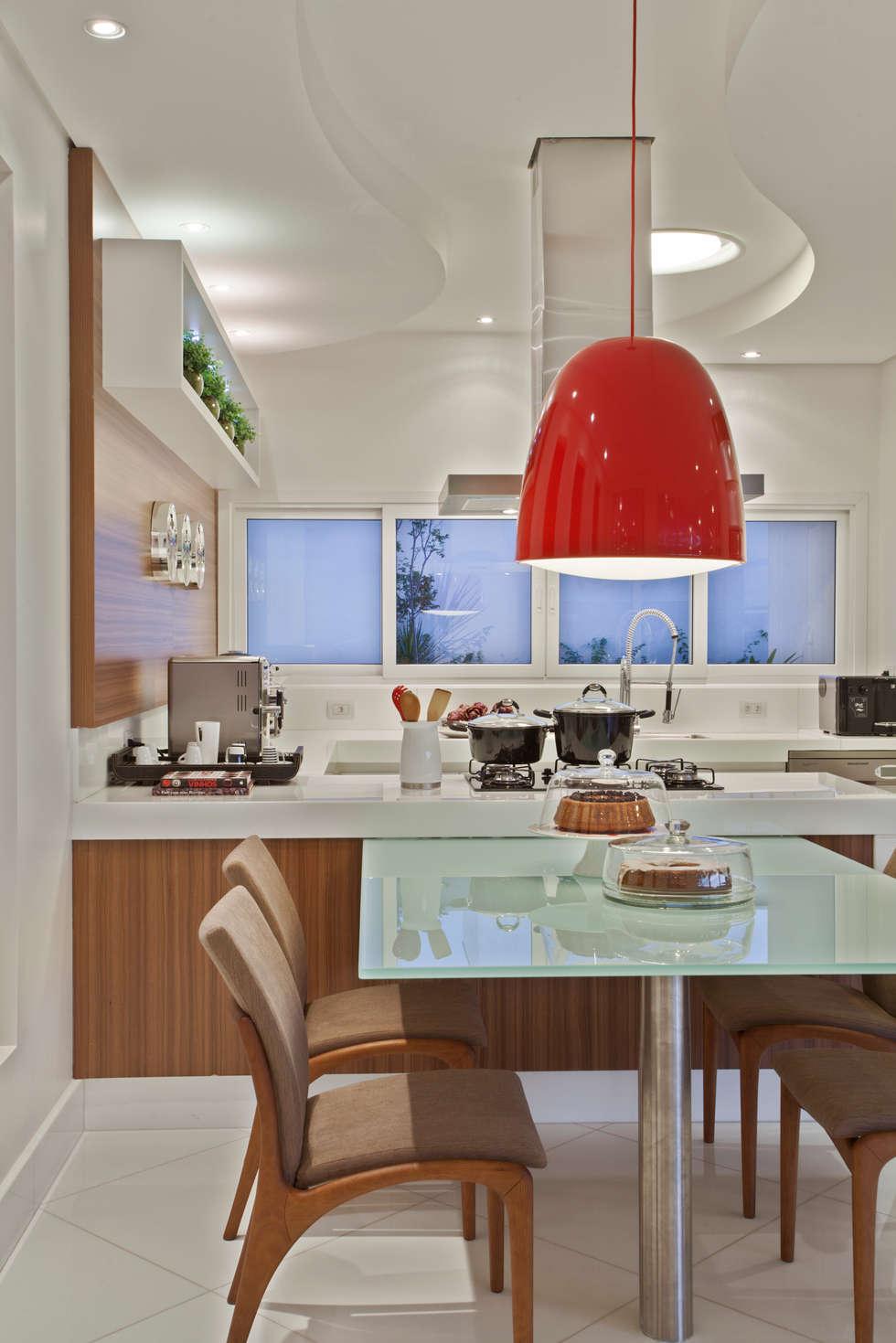 Casa Limeira: Cozinhas modernas por Arquiteto Aquiles Nícolas Kílaris