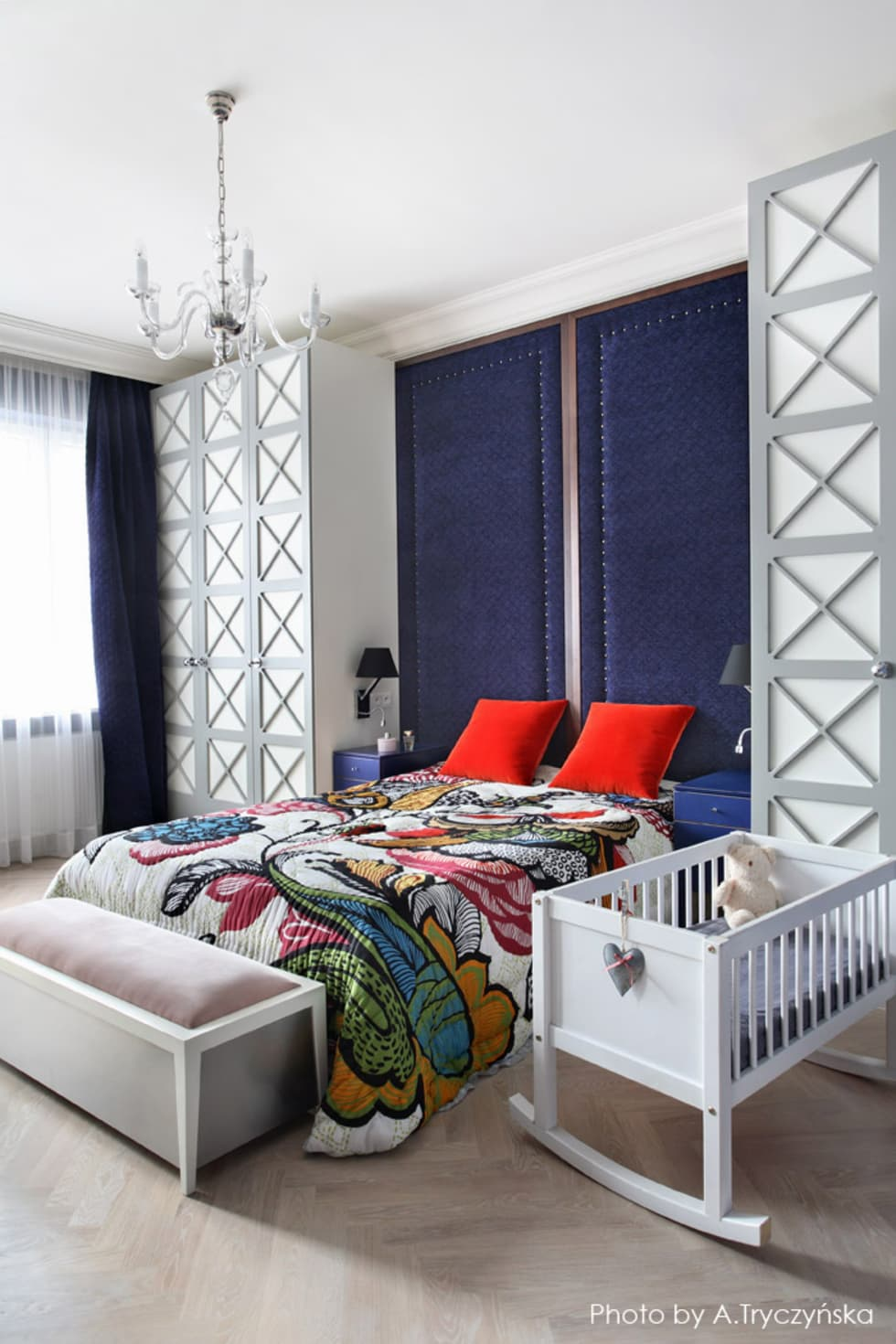 Odważny projekt sypialnii w kamienicy: styl , w kategorii Sypialnia zaprojektowany przez MG Interior Studio Michał Głuszak