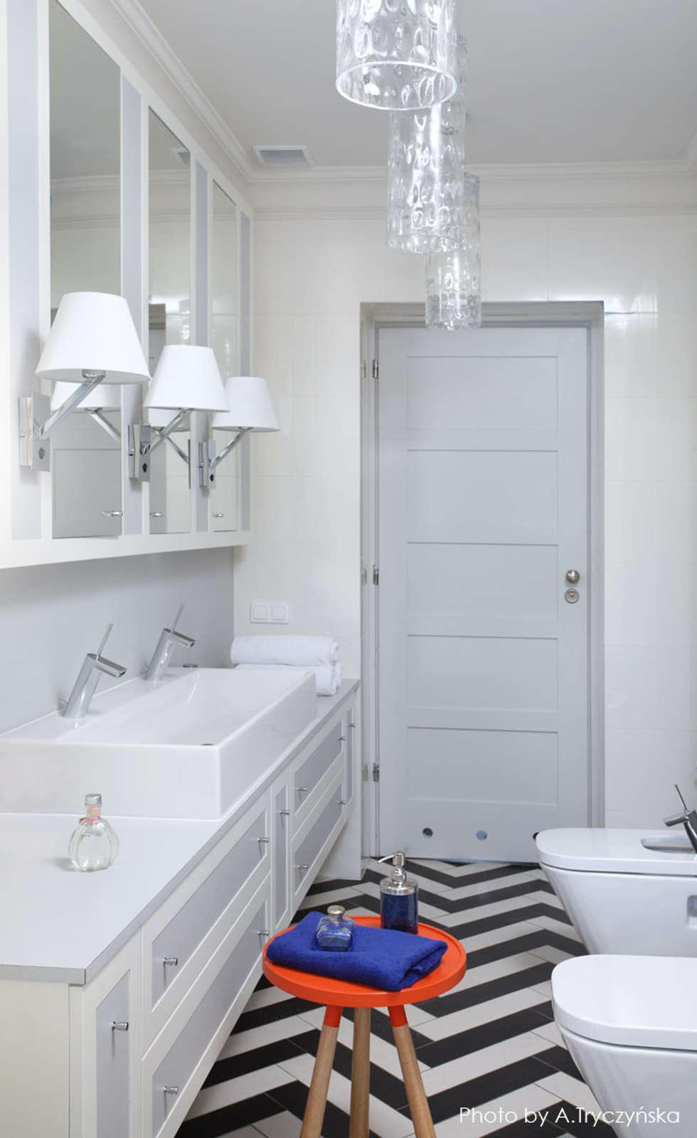 Jasna, klasyczna łazienka z wzorzystą posadzką: styl , w kategorii Łazienka zaprojektowany przez MG Interior Studio Michał Głuszak