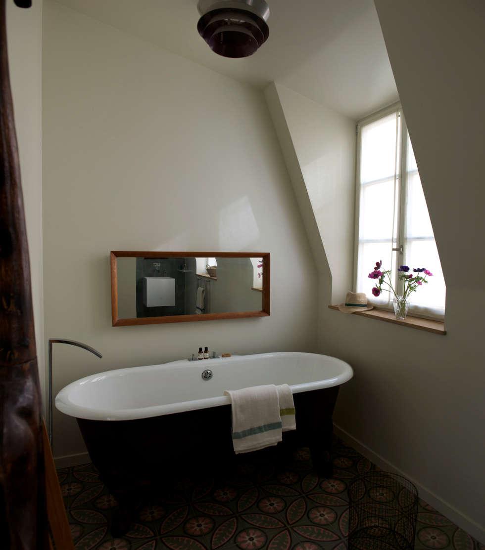 salle de bain: Salle de bains de style  par Atelier architecture située