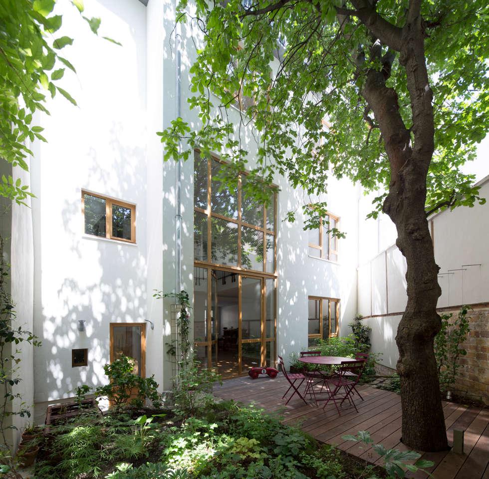 jardin: Maisons de style de style Moderne par Atelier architecture située