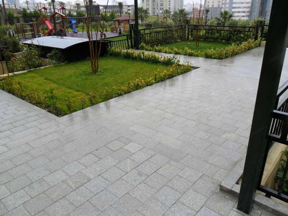 MERCAN DOGALTAS – GRANİT PLAK TAŞ UYGULAMASI: modern tarz Bahçe