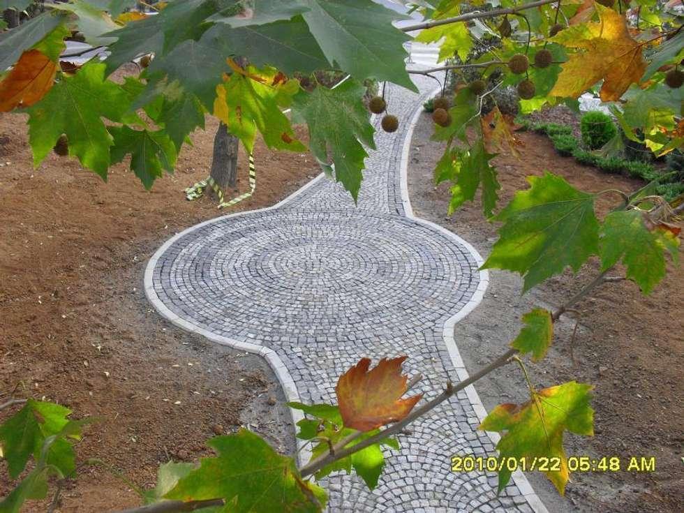 MERCAN DOGALTAS – GRANİT BAZALT KÜP TAŞ UYGULAMASI: modern tarz Bahçe