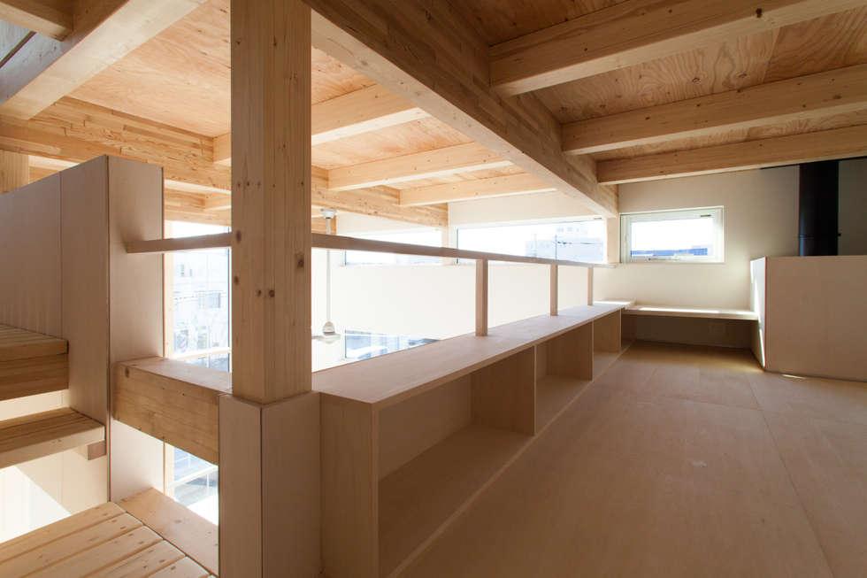 ロフトスペース: 一級建築士事務所 Atelier Casaが手掛けた和室です。